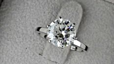 2.72 ct E/SI1 round diamond ring made of 18 kt white gold - size 7