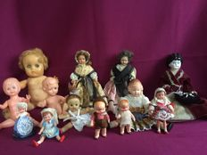 13 Antique old dolls in several sizes