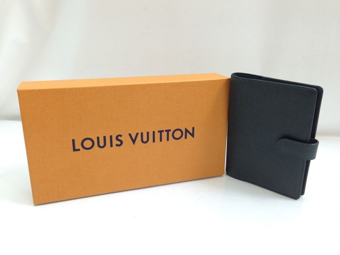 Louis Vuitton - Taiga leather personal organiser