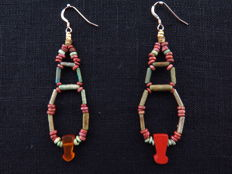 Set of Egyptian faience earrings with Menat instruments of cornelian and jasper - 2 x 7.5 cm