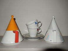 Bavaria Kronester, 2 teapots and 2 cups in Memphis-style Douwe Egberts.