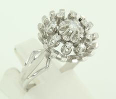 18 kt white gold ring set with 9 old single cut diamonds, approx. 0.22 ct in total, ring size 17.25 (54).