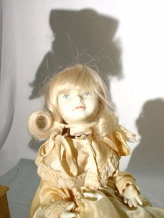 Electric automaton - Young blonde girl with baby - 20th century