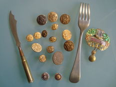 Lot of Waterbury buttons, buttonholes, shell knife, fork and brooch, US and France