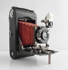 Kodak: No 3 Folding Pocket Kodak Combination Back, red bellows, with Berthiot Eurygraphe no 5 Series iVa F:6 F=120, KOILOS version