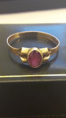 Nice ring set with RARE  pink natural sapphire 0,50ct. No reserve