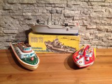Spielzeugland, GDR/TippCO, Western Germany/Kashiwai, Japan - Length: 29-37 cm - Lot of 3 tin/plastic boats (2 wind-up drive), 50/80s