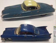Bandai, Japan/Paya, Spain - Length 29-37 cm - Lot with tin Cadillac Fleetwood and Phantom Sport Coupe with friction motor, 1950s/60s
