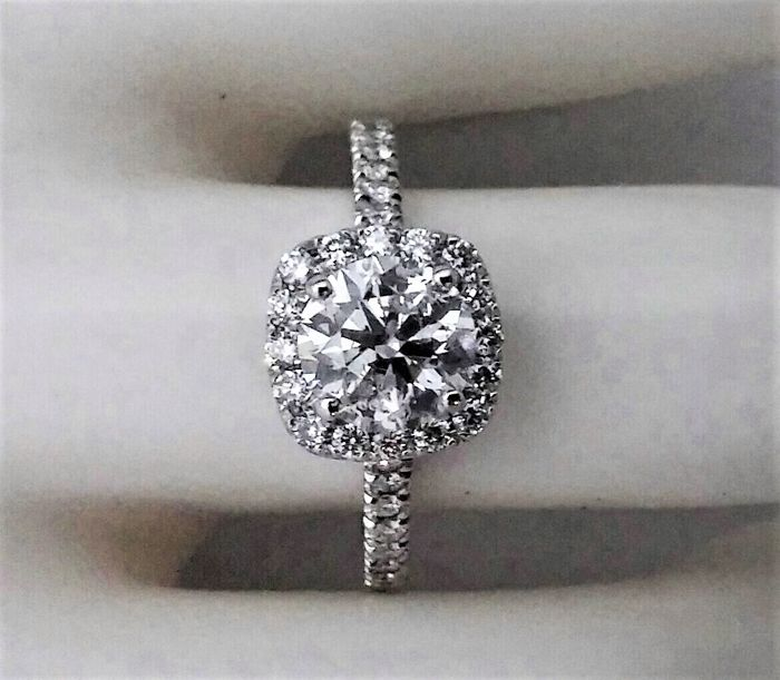 1.31 ct Total Diamonds  - Center D/SI1 -  14K White Gold - size 54
