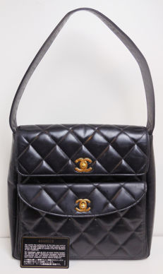 Chanel - Quilted double CC lock Schoudertas
