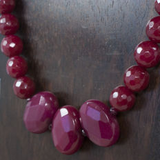 Ruby necklace mounted over gold with 18 kt gold details and clasp