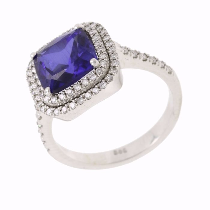 14 Karat white gold ring, set with 3.5ct natural blue sapphire and 0.55ct round brilliant natural diamonds on the side.