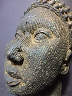 Life-size African ONI-king head in bronze - ILE/IFE - NIgeria, region IFE city