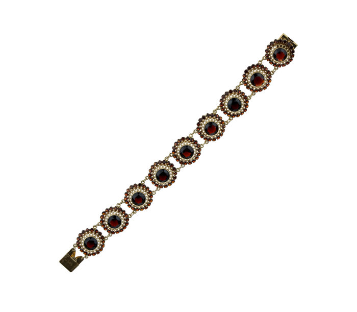 Exclusive 14 kt gold bracelet, entirely set with facet cut garnets