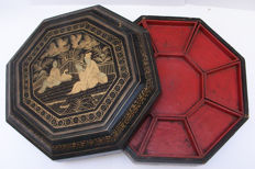 Black and gold gilt lacquered hexagon sweetmeat box - China - 19th century