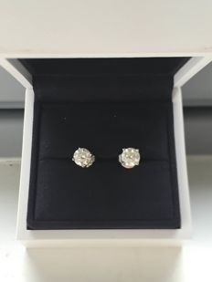 White Gold and Platinum Diamond studs, 0.60 and 0.53 carat, GIA Certified