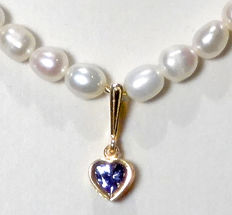 Freshwater pearls necklace with tanzanite of 0.60 ct, 14 kt gold - necklace length: 45 cm, weight: 15 g