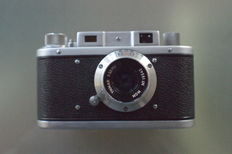 Mometta II 35 mm rangefinder camera 1957