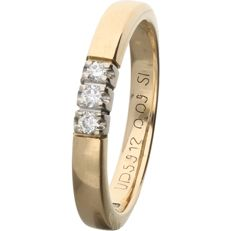 18 kt – Yellow gold ring set with 3 brilliant cut diamonds of 0.09 ct in total. - Ring size: 16.5 mm
