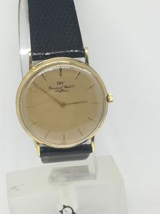 IWC wristwatch in 18 kt gold. Ultra-slim from 1980-1990s, really elegant