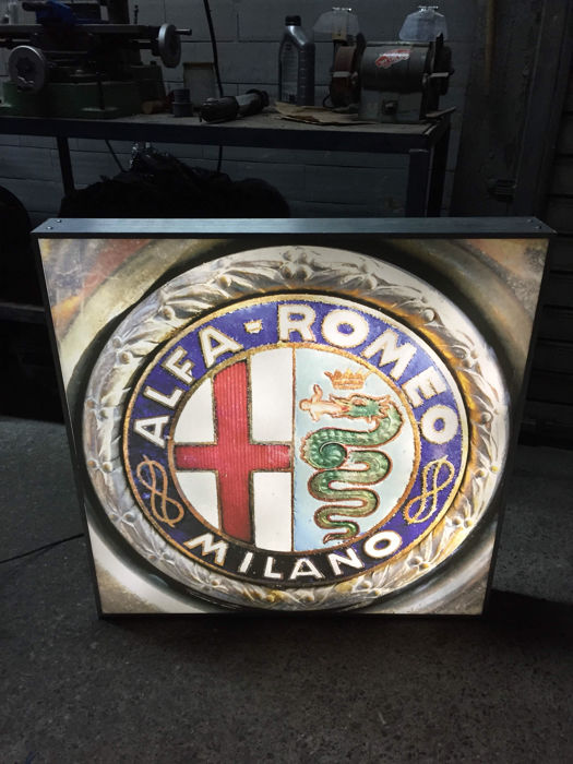 Large Alfa Romeo vintage illuminated advertising sign lamp - XXL dealer sign - 80 x 80 x 10 cm - 1991