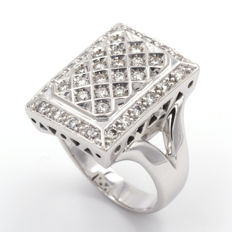 White gold ring, with 0.65 ct in diamonds, size: 15 (Spain).