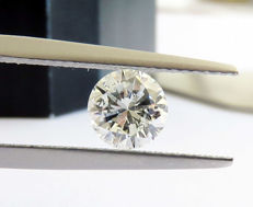 Diamond of 1.02 ct, E SI 2, round cut.