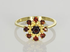 18 kt gold Ring Garnet Size: 59 (ø 18.8 mm)