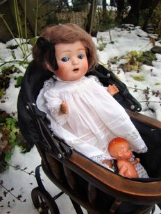 Antique doll Otto Reinecke approx. 23 4/0 in doll carriage - Germany