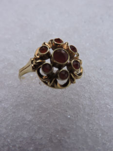 14 kt stylish women's ring with garnet - 3 g total weight