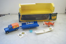 Corgi Toys - Scale 1/48 - Corgi 'Flying Club' Land-Rover with Nipper Aircraft and Trailer Gift Set GS 19