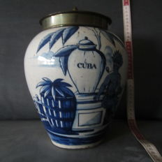 'De Blompot' - Delft earthenware tobacco pot with 'Rokende Moor en VOC cargo'