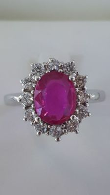 18 kt white gold cocktail ring with ruby for 1.8 ct and diamonds for 0.60 ct, colour: E, clarity: VVS ***No reserve price***