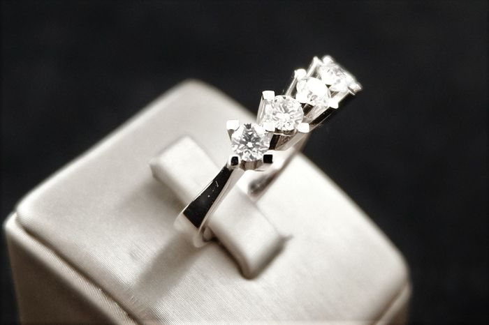 1.23 ct five stone ring G/VS 2- Size 14/54