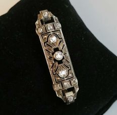 French Art Decò brooch, rectangular in platinum with antique cut diamonds