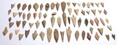 Lot with 72 Neolithic arrowheads from Niger - 20-60 mm