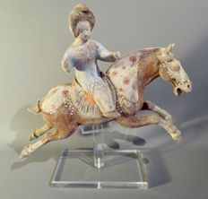Female polo rider, pottery mingqi from the Tang dynasty, with TL test - 32cm high X 40cm long