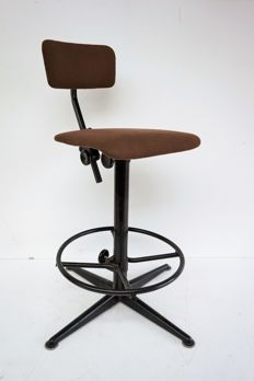 Friso Kramer for Ahrend de Cirkel - Industrially designed studio / work stool