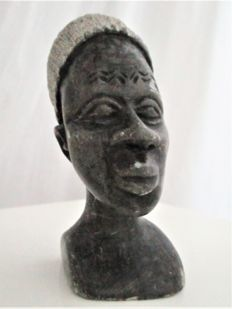 Women bust of sculpted limestone - mid-20th century