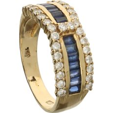 18 kt - Yellow gold ring set with 14 baguette cut sapphires and 30 brilliant cut zirconia stones - Ring size: 17.75 mm. NO RESERVE