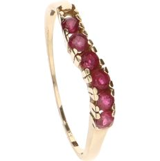 14 kt yellow-gold channel ring, set with rubies - ring size: 15.5 mm
