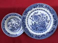 A blue & white plate and a dish - China - Qianlong period (1736-1795)