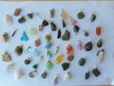 Large lot of semi-precious stone and mineral pendants - 14 to 32 mm - 179 grams (52)