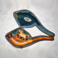 """Old pipe in Meerschaum/Amber/Bakelite with carvings """"wild horse with dog"""" in case"""