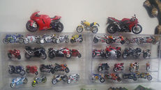 De Agostini - Scale 1/12-1/24 - Lot with 44 models: Suzuki, Yamaha, Ducati & Kawasaki