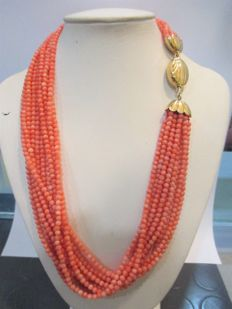 Large torchon necklace comprising 10 strands of red coral mounted with jewellery clasp in 18 kt gold