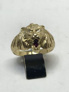 Antique Masonic ring, lion's head, in 18 kt gold