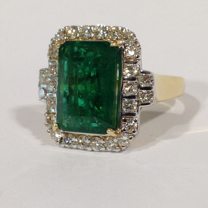 18ct large yellow gold emerald and diamond cluster ring