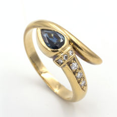 18 kt yellow gold ring with sapphire of 0.4 ct and 0.07 ct of diamonds Size: 14
