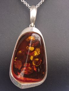 Large amber pendant, weight 29.66 g